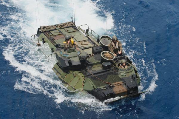 美军两栖战车沉没8人失踪