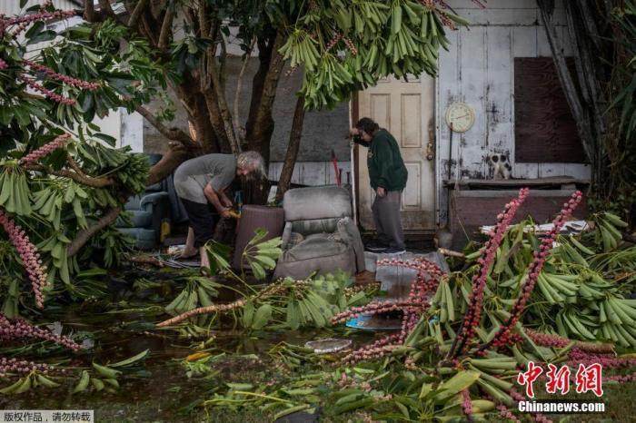"""热带风暴""""伊萨亚斯""""逼近美佛州 多地进入紧急状态"""