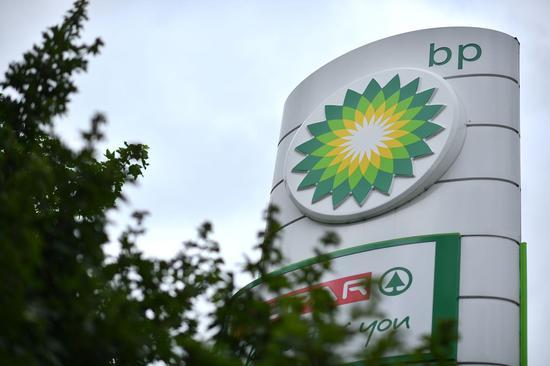 英国石油二季度净亏损168亿美元 十年来首次下调股息