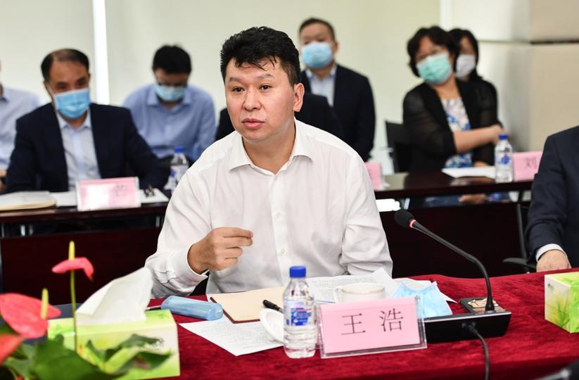 中国建设银行党委委员王浩发言