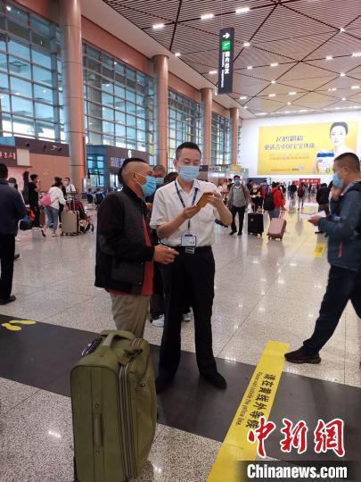 """受台风""""美莎克""""影响 哈尔滨机场取消航班103架"""