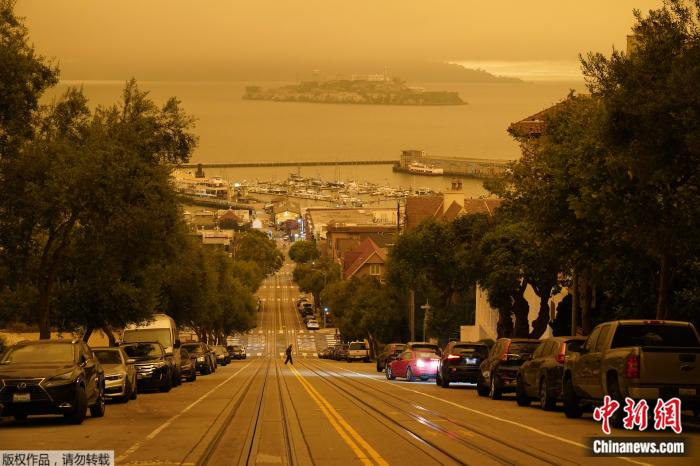 美加州山火殃及旧金山 天空变橙色如外星球(图)