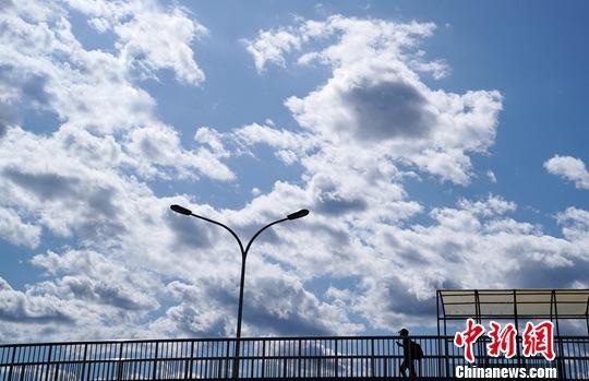 """与2016年相比 去年""""2+26""""城市PM2.5平均浓度降22%"""