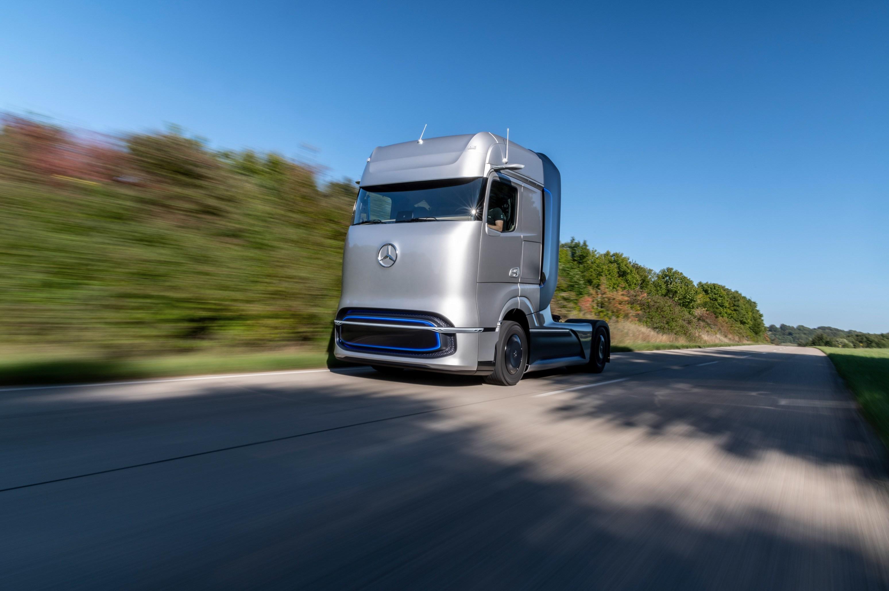 续航超1000km 奔驰全新氢燃料卡车全球首发