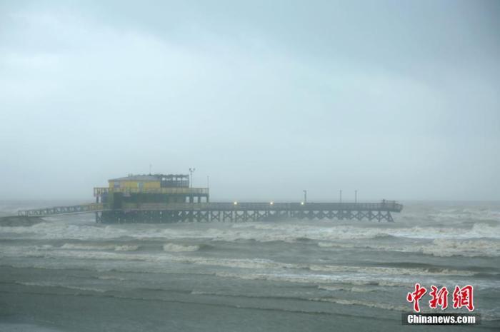 """热带风暴""""贝塔""""登陆美国得州 强降雨致休斯敦多地受灾"""