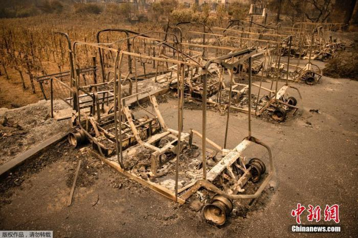 美加州创纪录山火蔓延超100万英亩 一消防员殉职