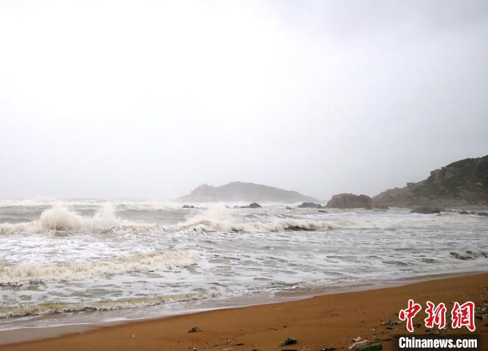 """台风""""浪卡""""登陆海南岛 带来较严重影响"""