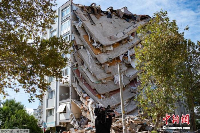 爱琴海地震致土耳其98人遇难 当局将加快安置灾民