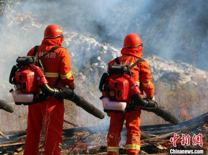湖北恩施举行森林火灾灭火应急演练