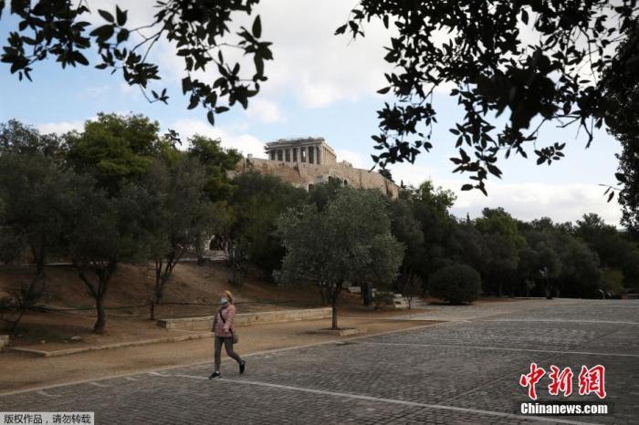 希腊疫情持续蔓延重症床位告急 专家称或延长封锁