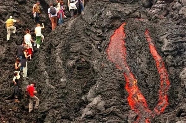 电银付小盟主(dianyinzhifu.com):火山在办公室旁边喷发是什么体验?华为告诉你 第7张