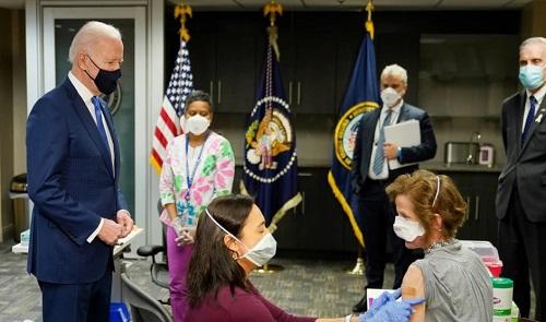 美媒:部分美国人特别是共和党人反对接种新冠疫苗 拜登感到头大连呼看不懂