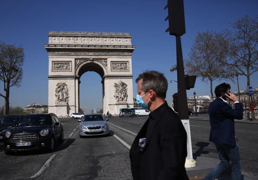 """更危险,更具传染性,变异病毒正在法国肆虐!马克龙下令全境封锁:出行10公里需""""持证"""""""
