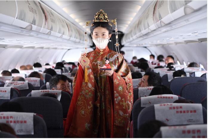 """盘子女人坊联合湖南航空定制""""汉服航班""""开启国风之旅"""