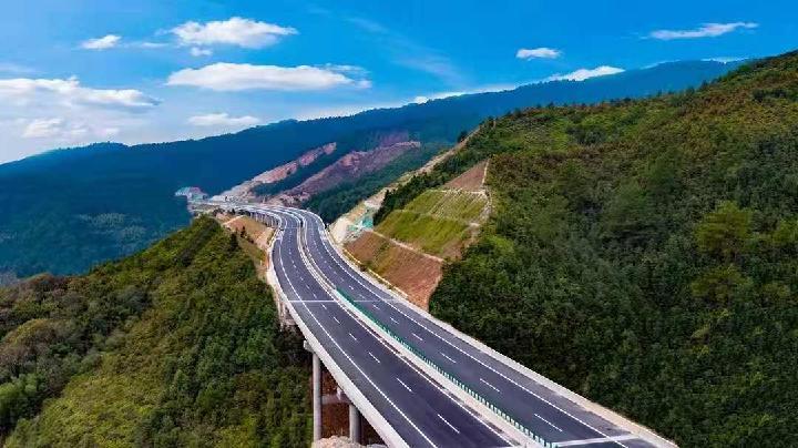 沿着高速看中国 飞掠映山红,日子别样红——闽赣湘老区苏区高速公路纪行