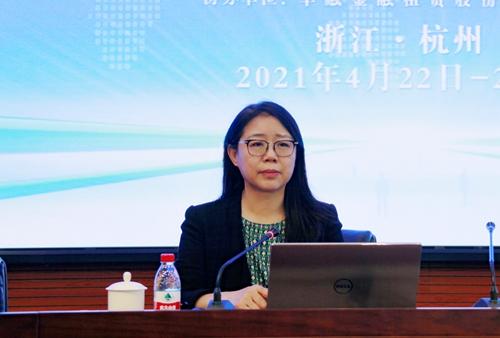 金融租赁专业委员会专职副主任金淑英出席会议并致辞