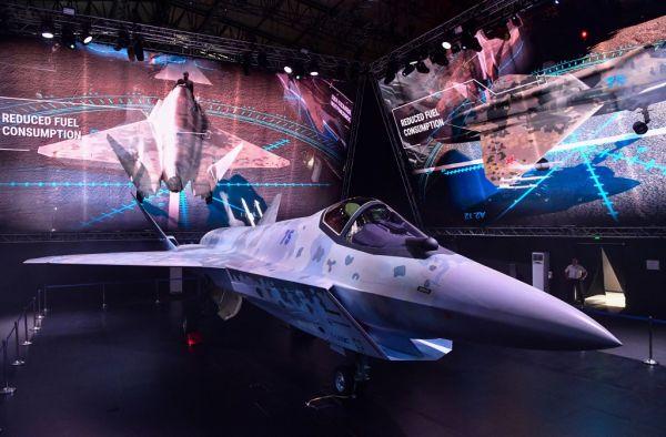 美媒:俄新款隐身战机亮相航空展