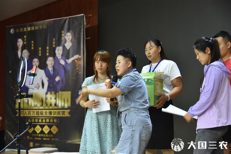 山东聊城: 农闲时节学直播