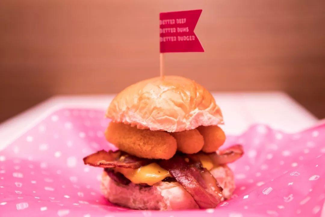 B站入股上海网红汉堡公司 门店主打色为猛男粉