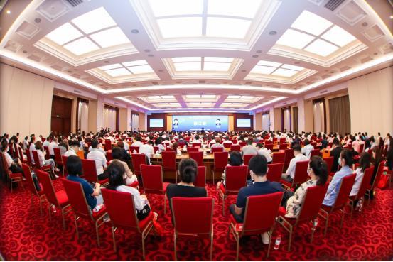 首届化妆品监管科学大会举走 无限极分享植物资源开发思路